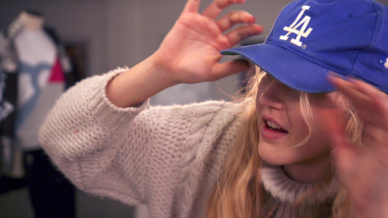 Eine junge Frau mit einem blauen Baseballcappy (Foto: SWR)