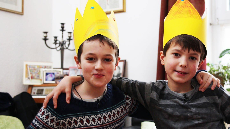 Carl und Rufus feiern das Dreikönigsfest (Foto: SWR)