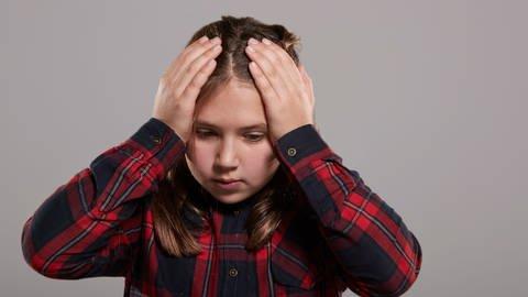 Kind ist voller Sorgen (Foto: Colourbox)